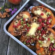 Gevulde Zoete Aardappel met Geitenkaas, Granaatappel en Pecannoten