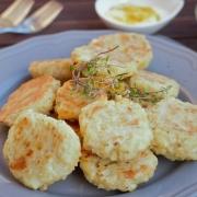 Glutenvrije Bloemkoolkoekjes met Kaas, Tijm en Rode Ui