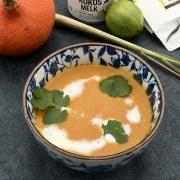Perfect voor Koude dagen - Pittige Thaise Pompoensoep met Kokosroom