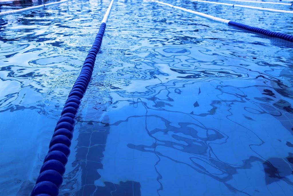 manieren om je tegen zwembad chloor te beschermen