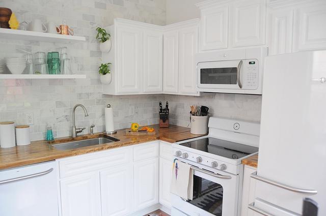 Witte Hoogglans Keuken Schoonmaken : Butcher Block Kitchen
