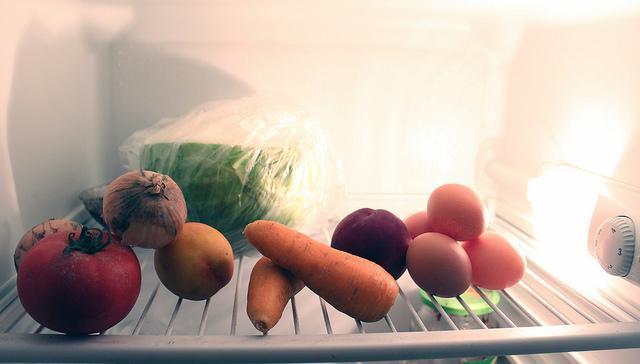 Hoogglans Witte Keuken Schoonmaken : Koelkast en vriezer schoonmaken en bevoorraden