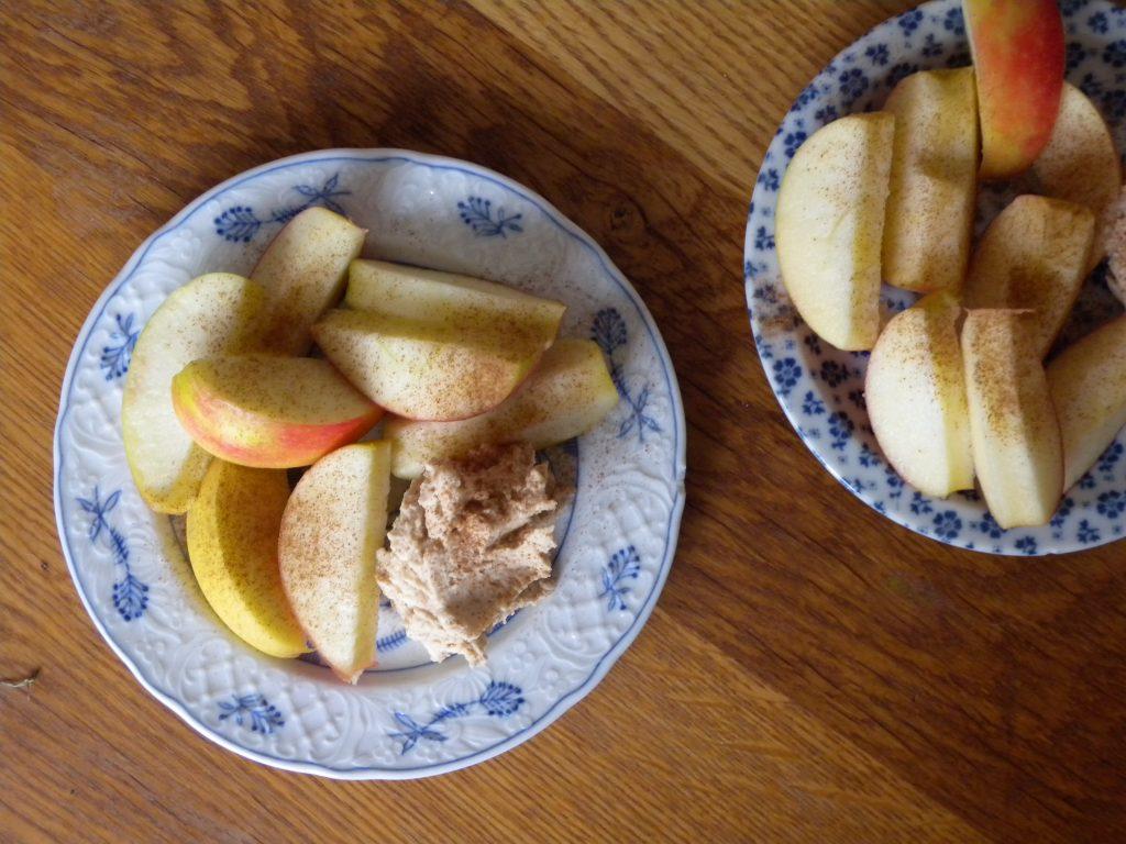 Fruitdip van kwark en pindakaas