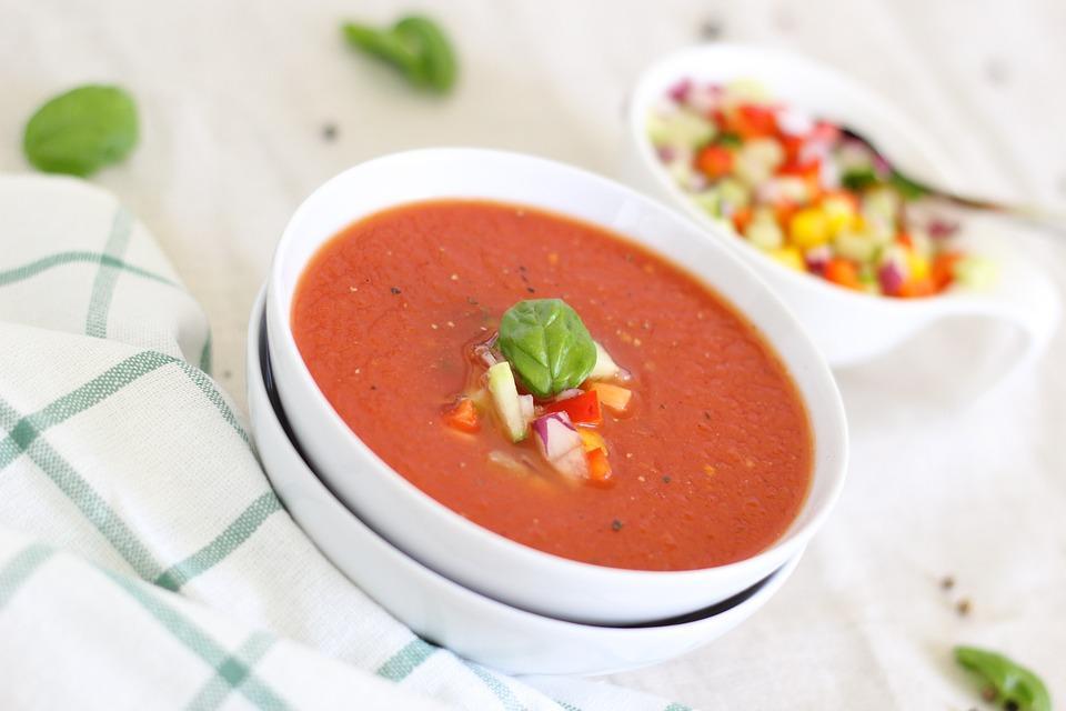 Tomatengazpacho Kippenbouillon