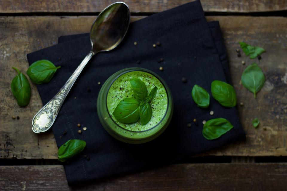 basilicum en courgette soep